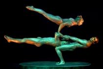Trio de contorsion et de portés acrobatiques